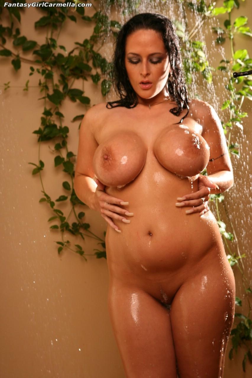 Толстушки голые в душе 6 фотография