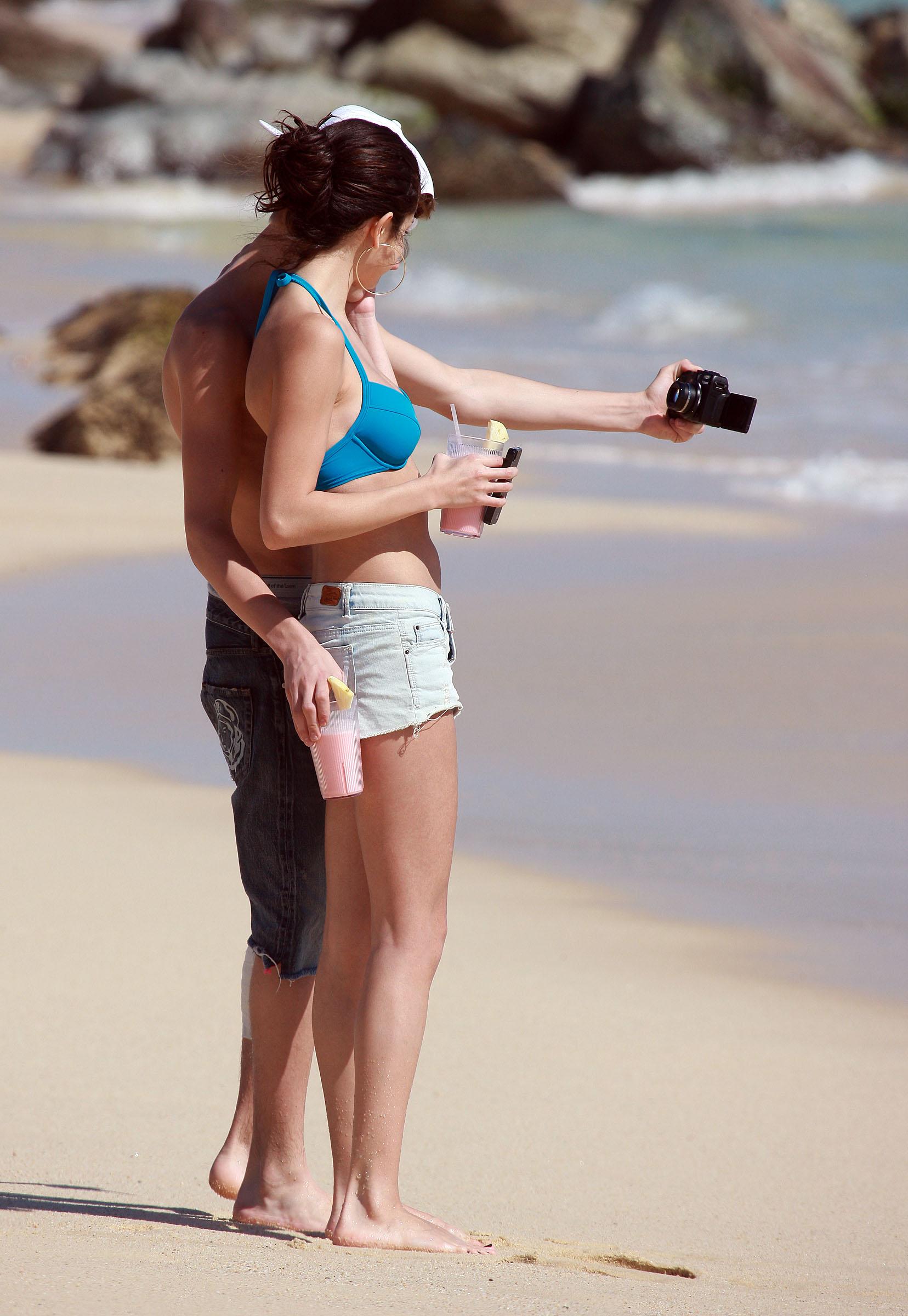 Кабаева на пляже фото