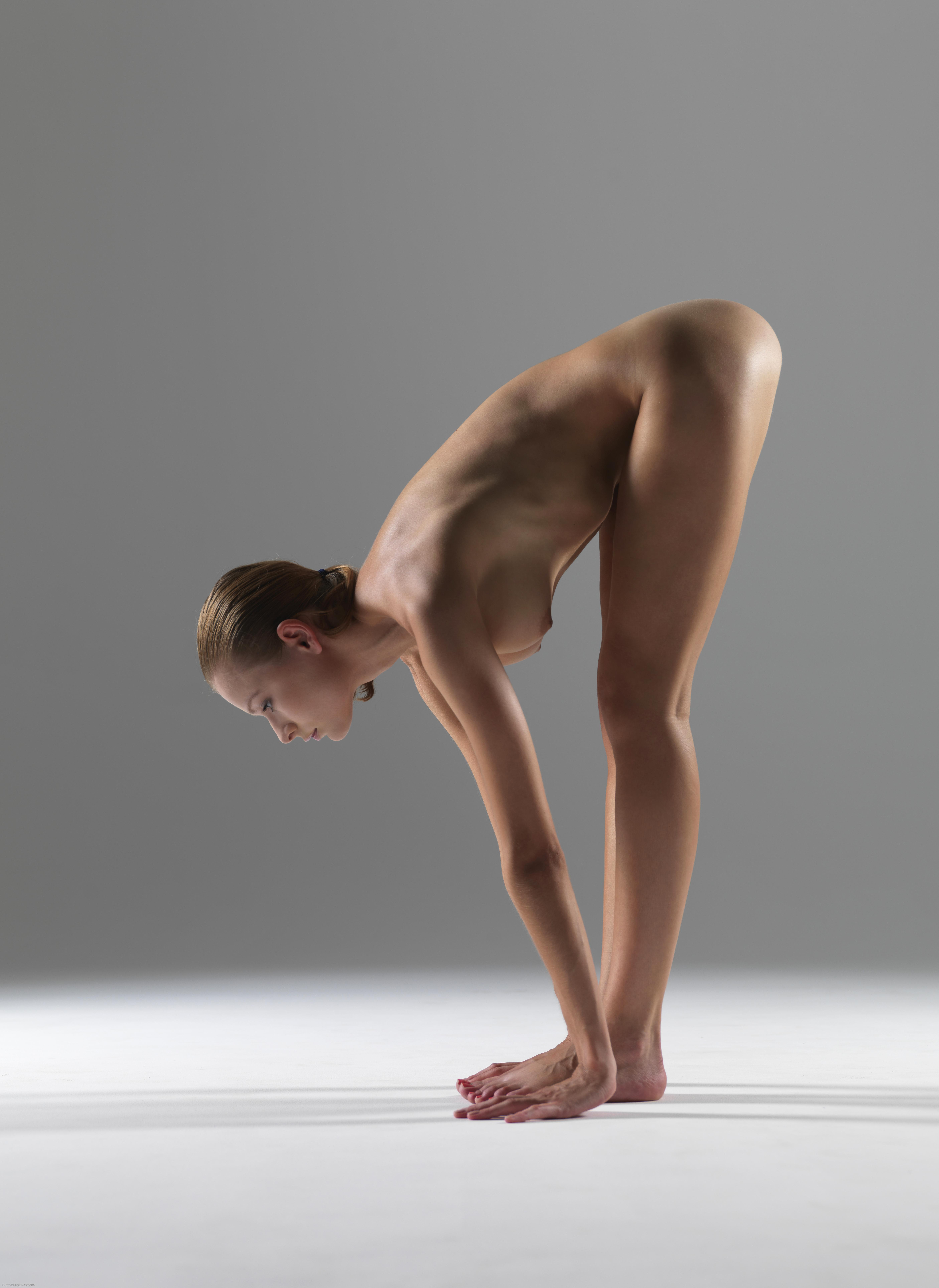 golaya-zhenshina-yog