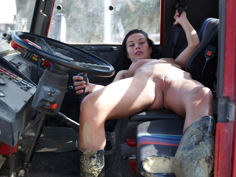 Дальнобойщик снял шлюжху на дороге онлайн