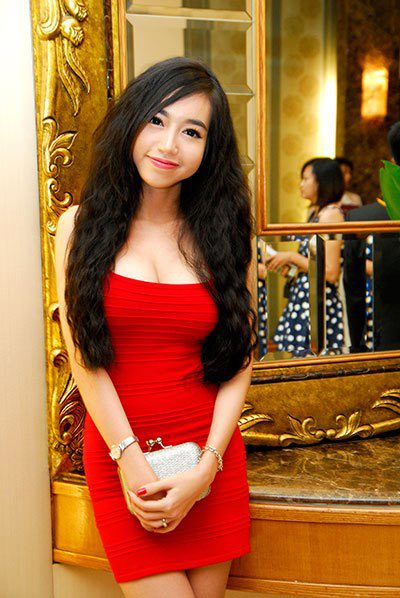 Elly Tran Ha 35