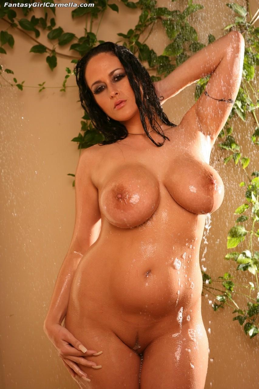 Толстушки голые в душе 5 фотография