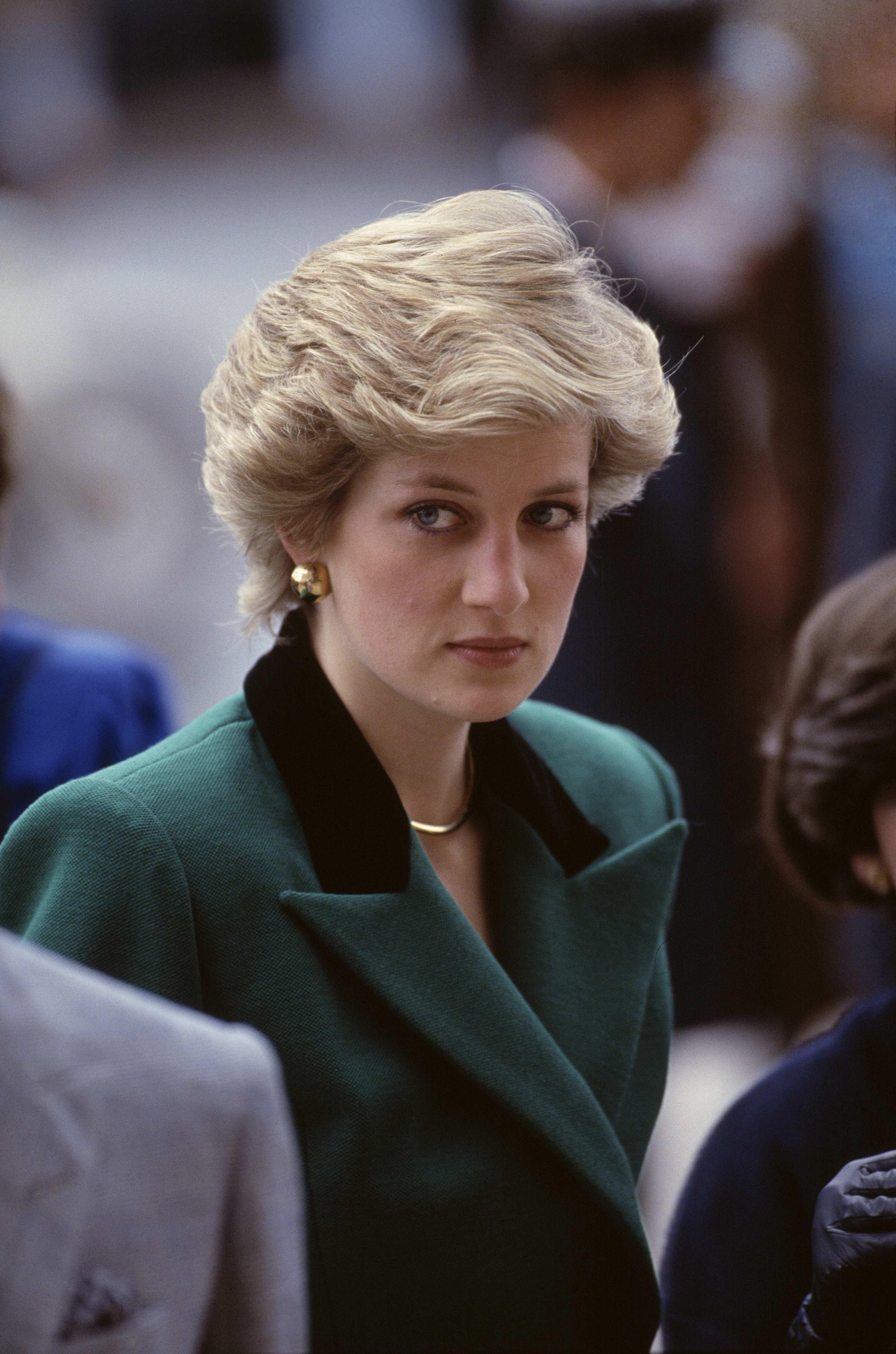 Королевские титулы и реверансы / почему кейт не получила 93