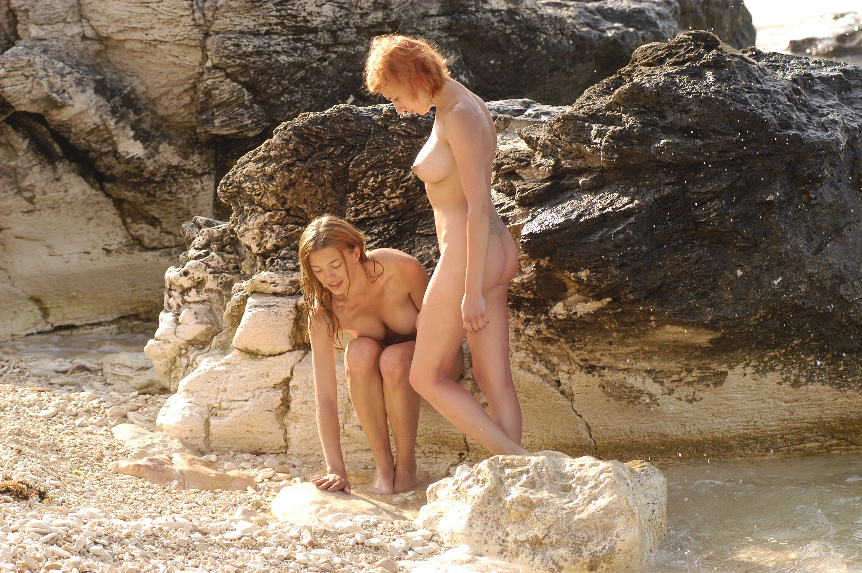 masturbiruet-na-nudistskom-plyazhe