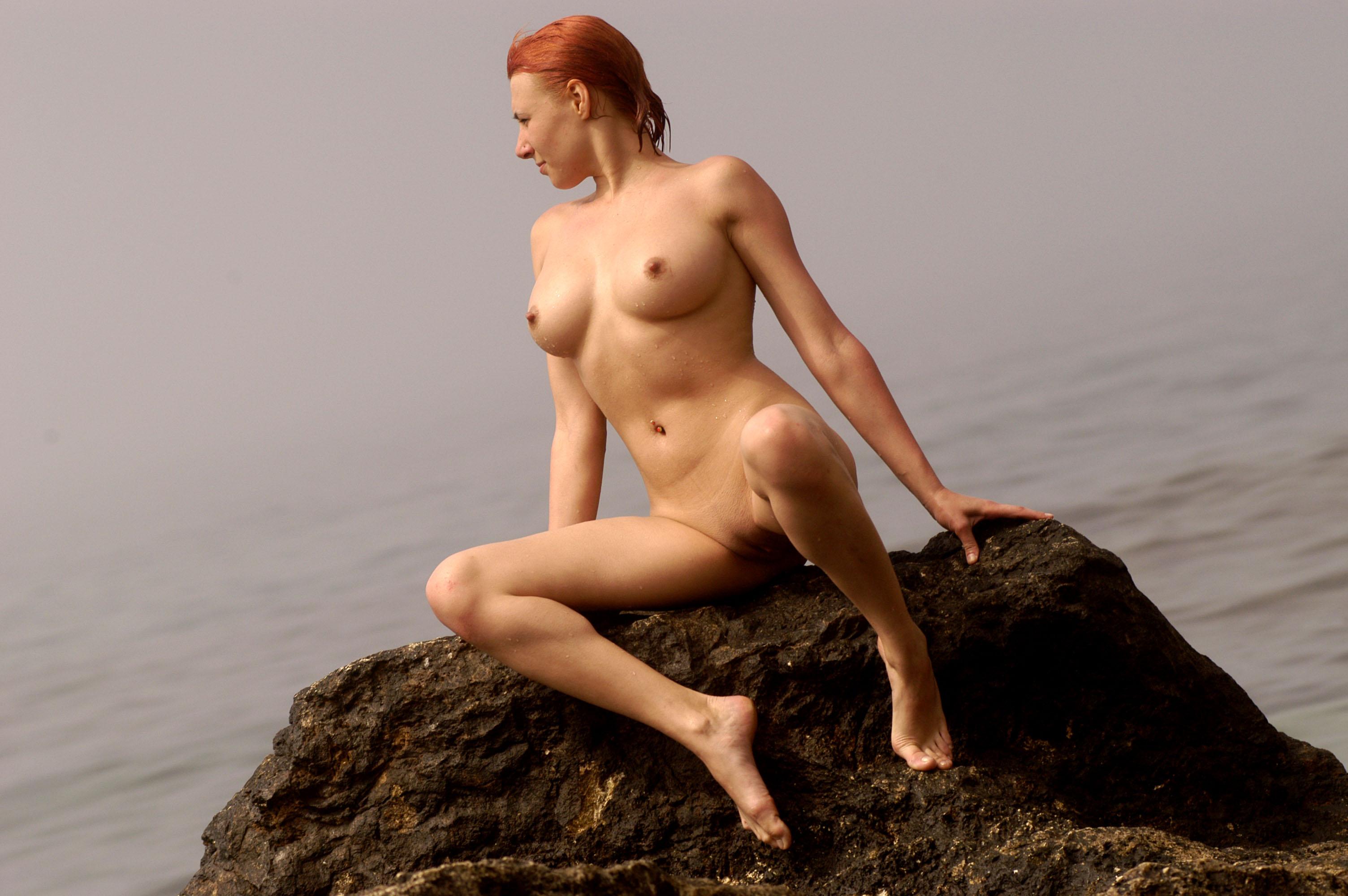 Широкоформатные голые телки 2 фотография