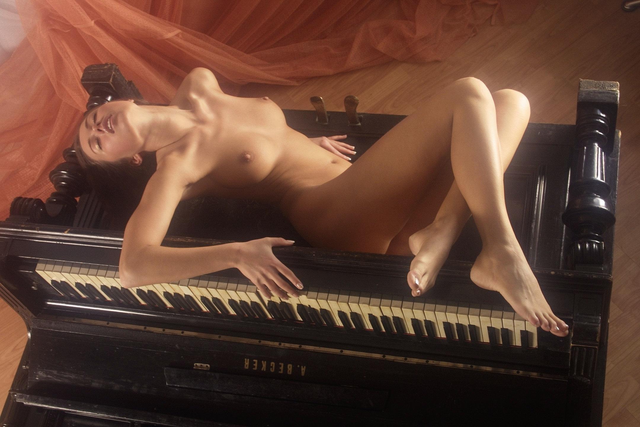 Секс на пианино картинки 8 фотография