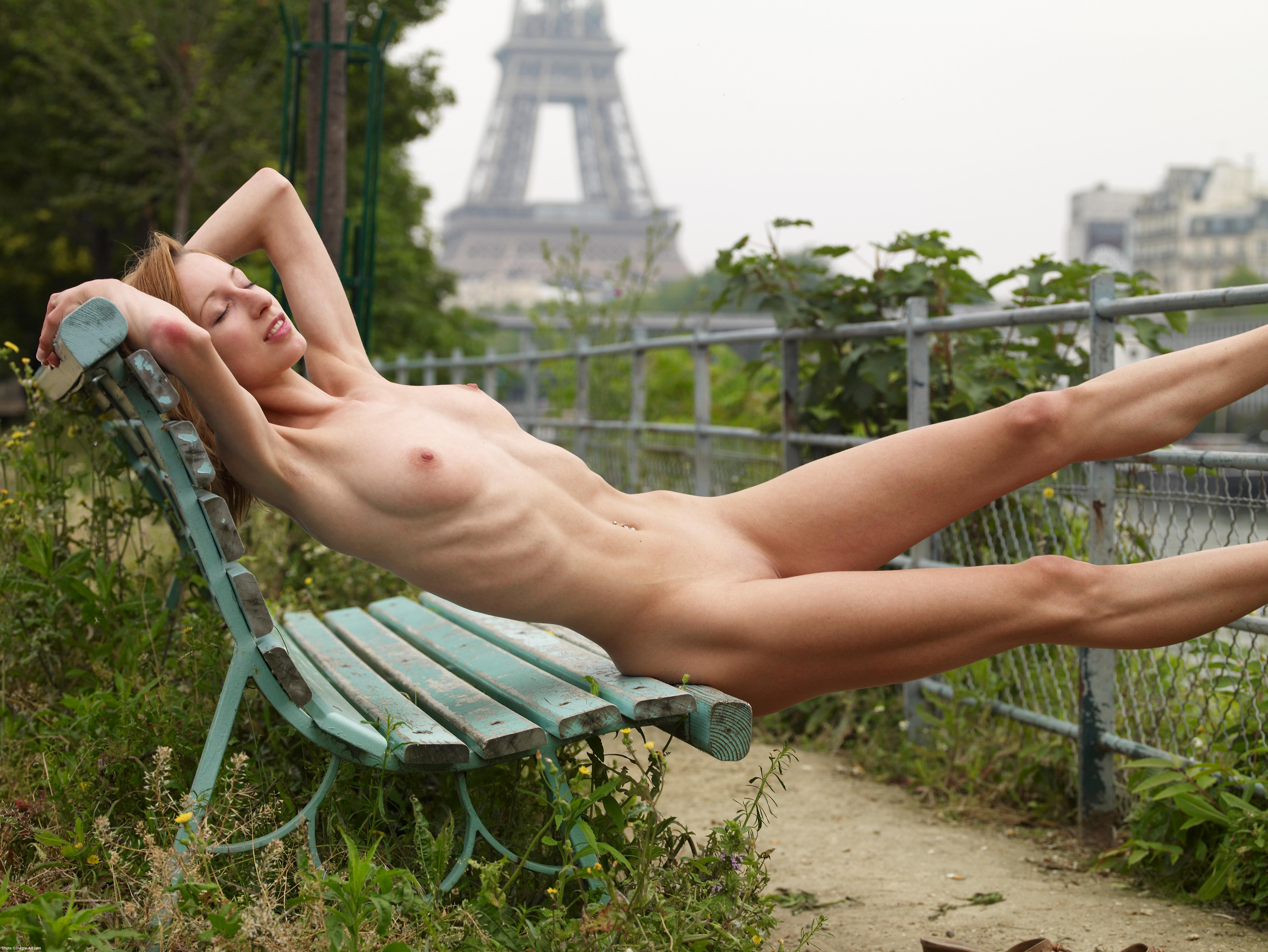 Paris of the naked in public cannot