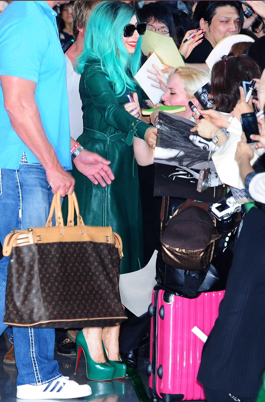 Tikipeter Lady Gaga arrives in Tokyo 017