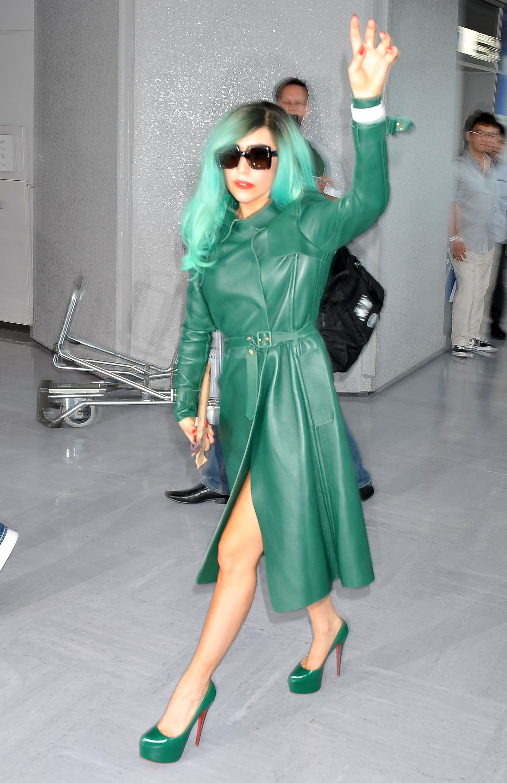 Tikipeter Lady Gaga arrives in Tokyo 005