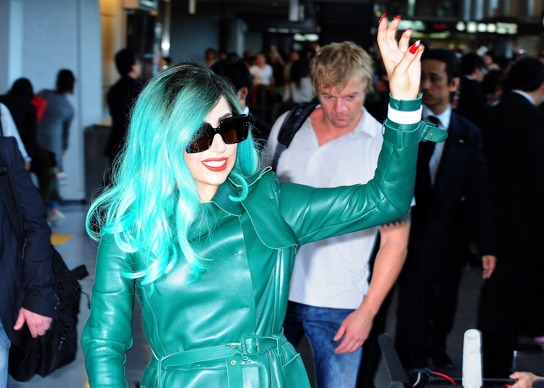 Tikipeter Lady Gaga arrives in Tokyo 030
