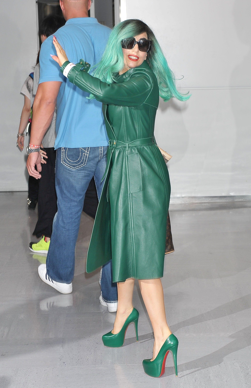 Tikipeter Lady Gaga arrives in Tokyo 006