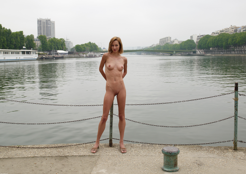 nude in public paris