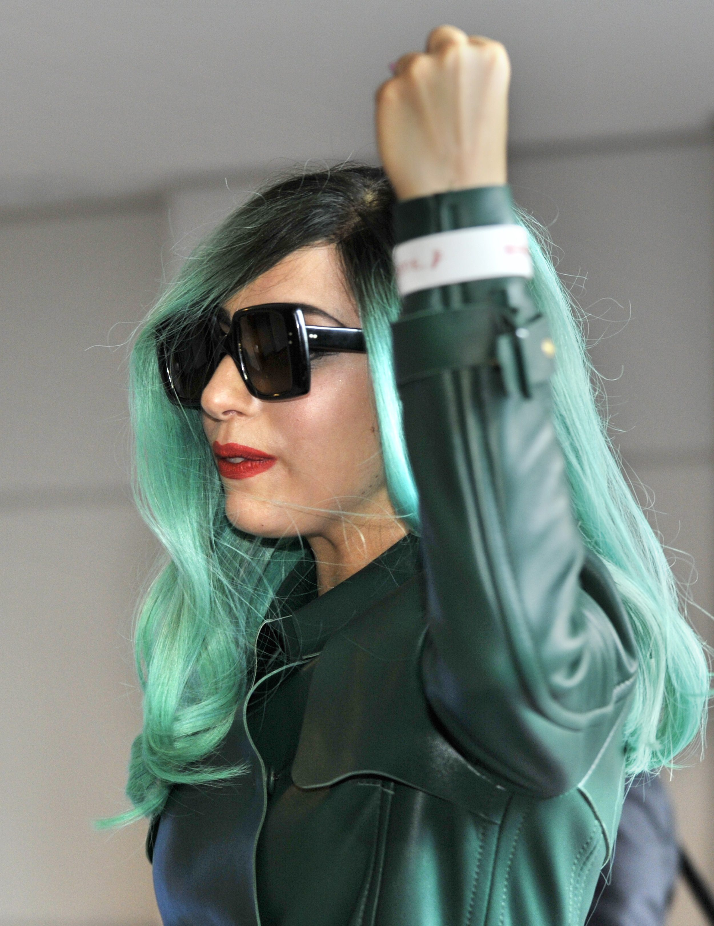Tikipeter Lady Gaga arrives in Tokyo 022