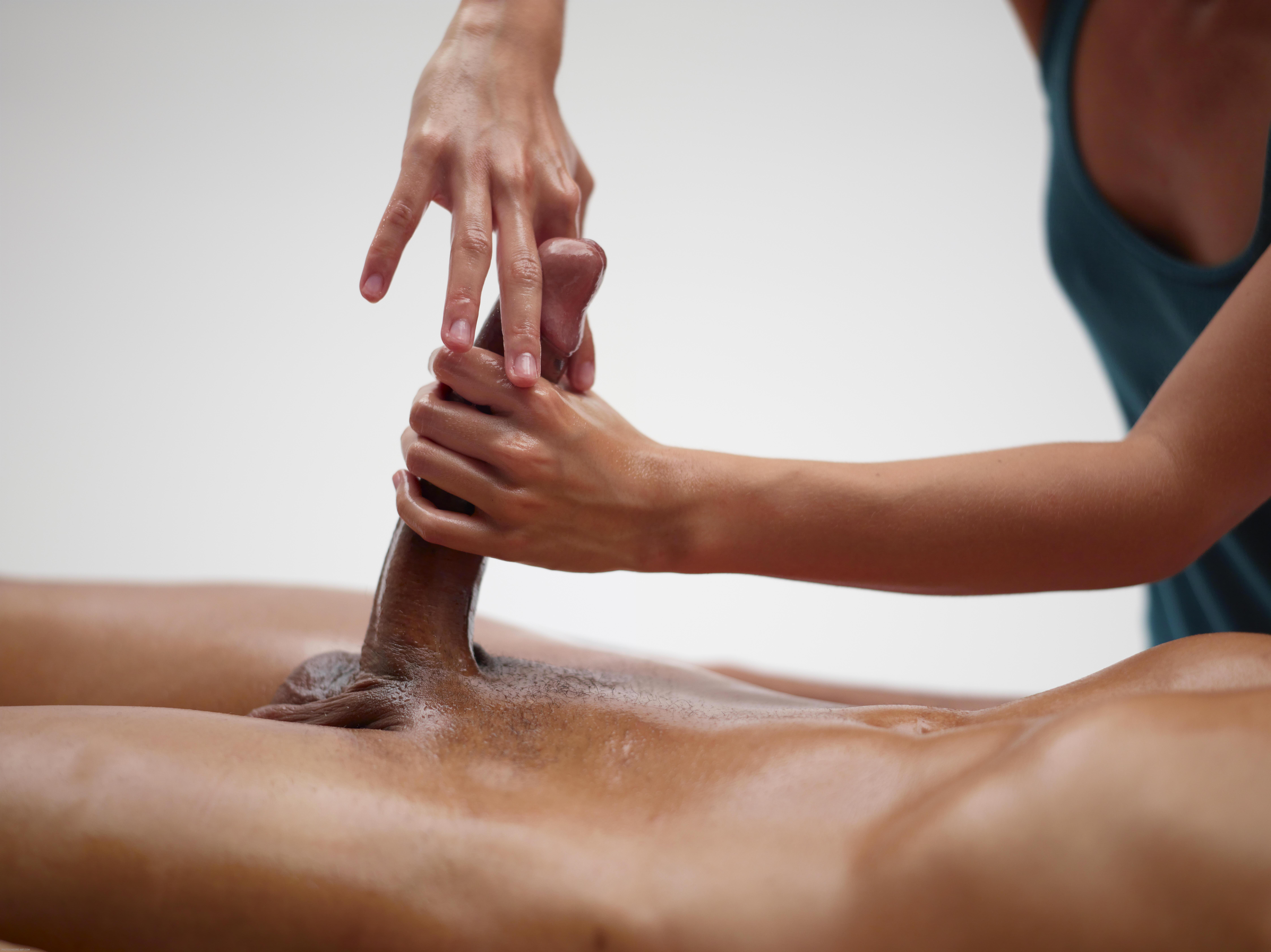 nude girl pleasing dick