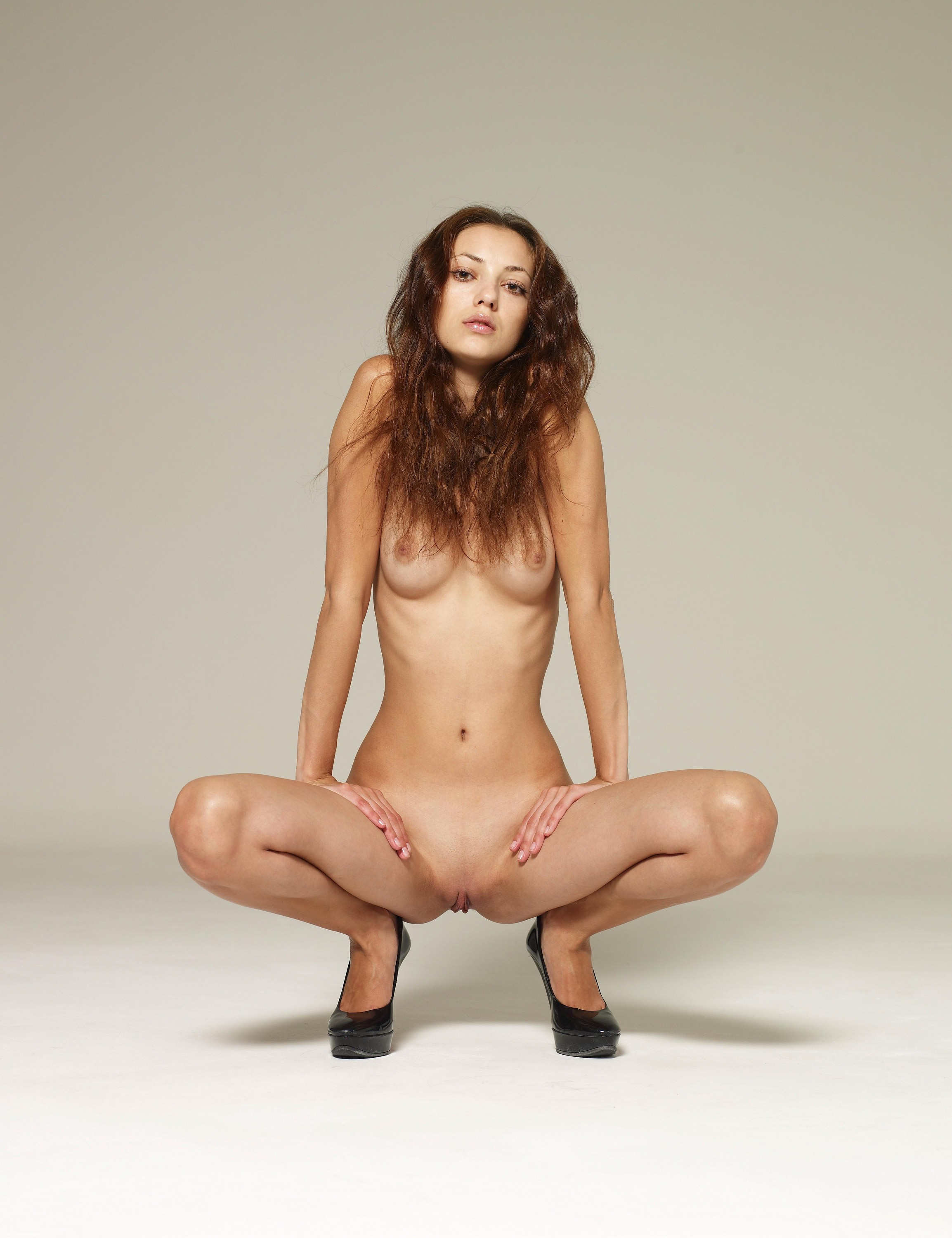 nude naked squat behind