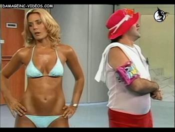 Rocio Marengo en bikini en La Peluqueria de los Mateos