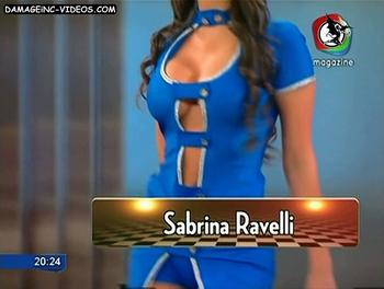 El escote gomoso de Sabrina Ravelli