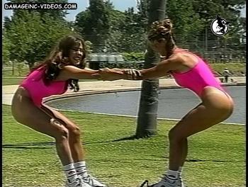 Alejandra Munno y amiga mostrando los culos