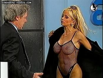Dana Fleyser half naked
