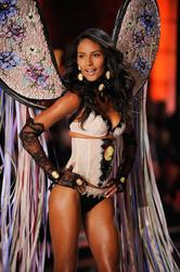 Эммануэла де Паула, фото 1547. Emanuela De Paula Victoria's Secret Fashion Show 2011, foto 1547